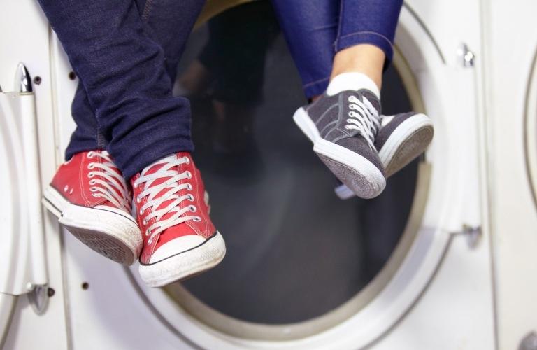 girl&guy doing laundry